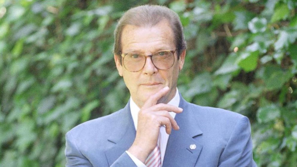 VIDEO: 'James Bond' star Roger Moore dead at 89