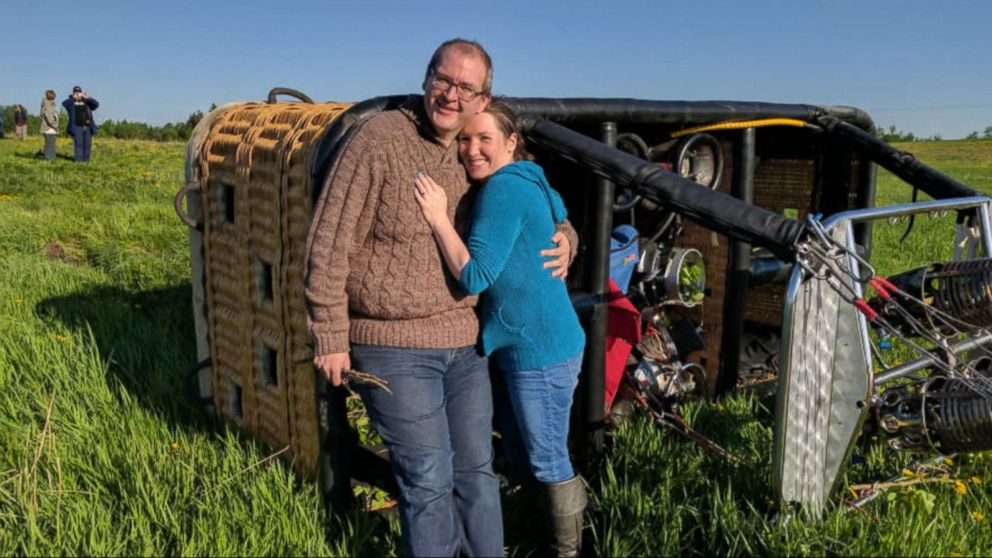 It was a picturesque proposal during a hot air balloon ride in Canada ... until the balloon smashed into a tree and landed hard.
