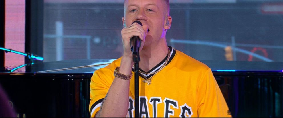 VIDEO: Macklemore performs his new single Glorious with Skylar Grey live on GMA