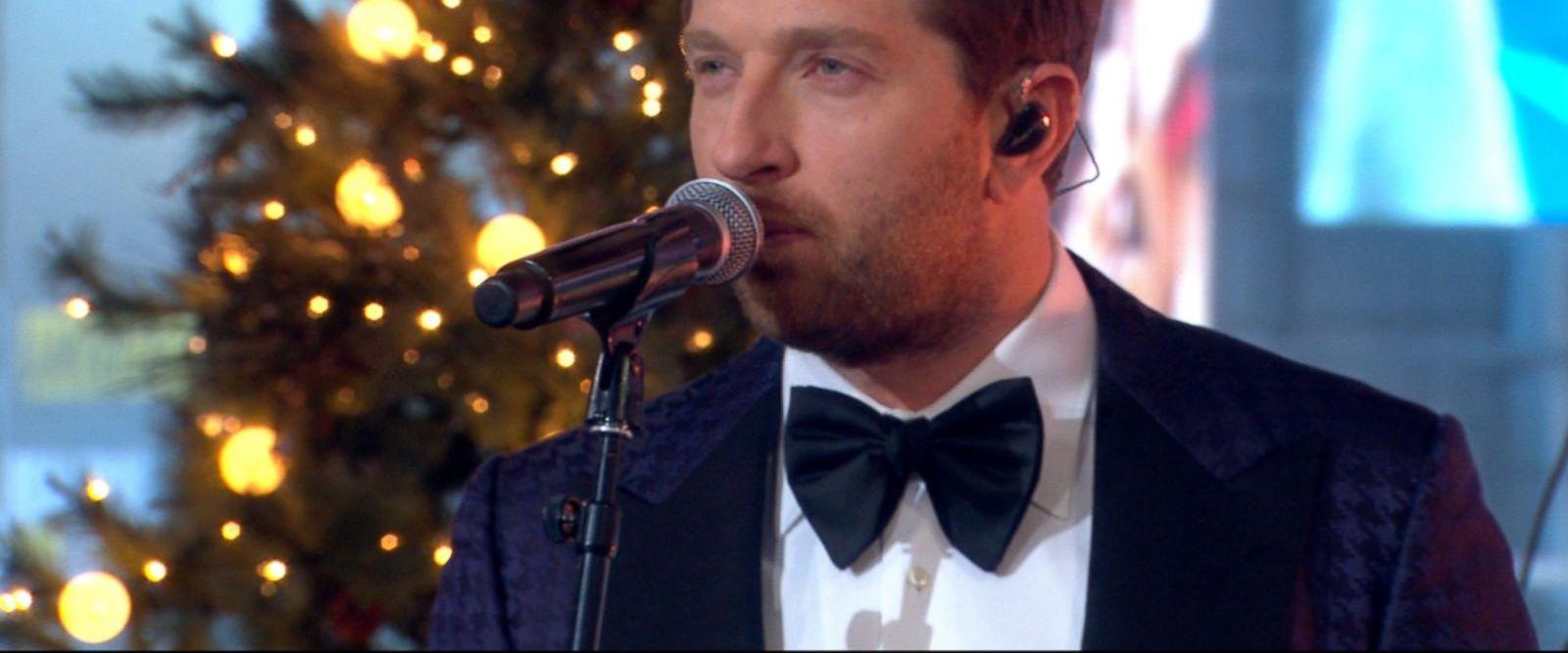 VIDEO: Brett Eldredge performs 'Glow' off his new Christmas album