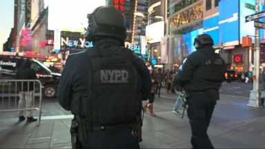 'VIDEO: New Year's Eve security in New York City tighter than ever' from the web at 'http://a.abcnews.com/images/GMA/171230_gma_moore_16x9_384.jpg'