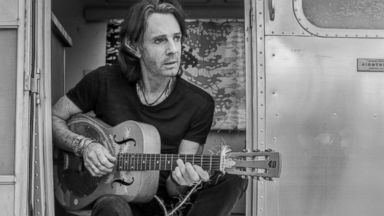 'VIDEO: Rick Springfield opens up about his battle with depression' from the web at 'http://a.abcnews.com/images/GMA/180116_gma_faris5_0814_16x9_384.jpg'