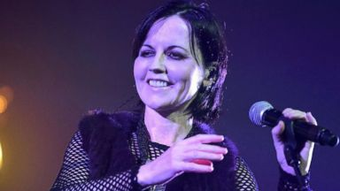 'VIDEO: Cranberries singer dead1_b@b_146' from the web at 'http://a.abcnews.com/images/GMA/180116_gma_holmes2_0734_16x9_384.jpg'