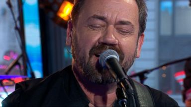 'VIDEO: Dan Tyminski rocks out Times Square to his hit 'Temporary Love'' from the web at 'http://a.abcnews.com/images/GMA/180116_gma_tyminski_temporary_post_16x9_384.jpg'