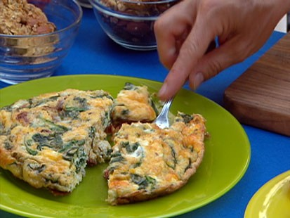 Diane Henderiks' Spinach, Sundried Tomato & Cheddar Frittata Bites are shown.