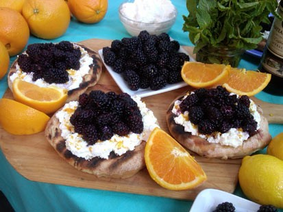 PHOTO: Alex Guarnaschelli prepares his fruit pizza on Good Morning America, July 26, 2011.