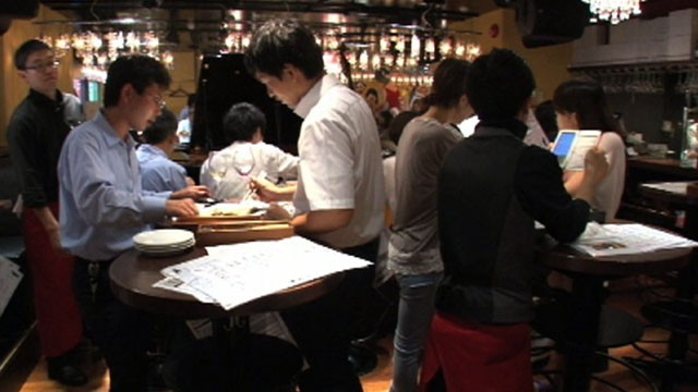 VIDEO: Dozens of seatless restaurants in Japan offer gourmet dishes at affordable prices.