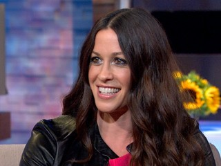 Watch: Alanis Morissette Opens Up About Post-Partum Depression