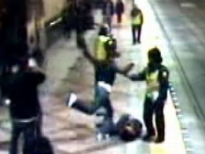 VIDEO: Seattle Beating Cops Look On