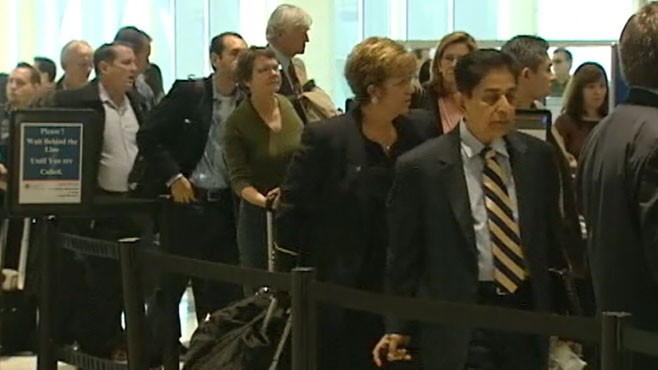 VIDEO: Thanksgiving travelers face possible security gridlock at airports.