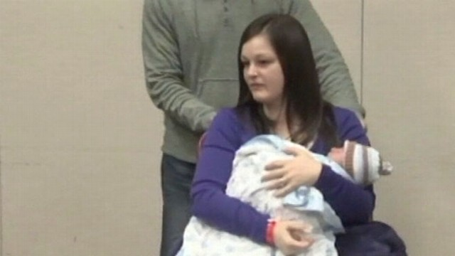 VIDEO: Mother Gives Birth in Hospital Elevator