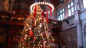 VIDEO: The Biltmore Estate in Asheville, N.C., lights up its rooms with decorations.