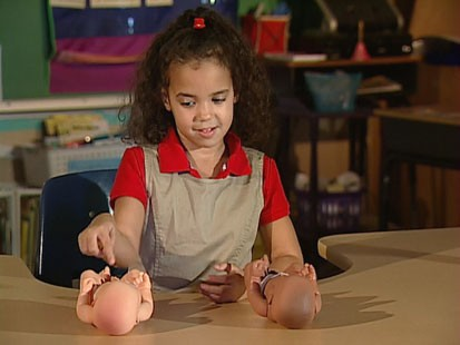 VIDEO: Famous 1940s test used dolls and kids to gain insight into race perspectives.