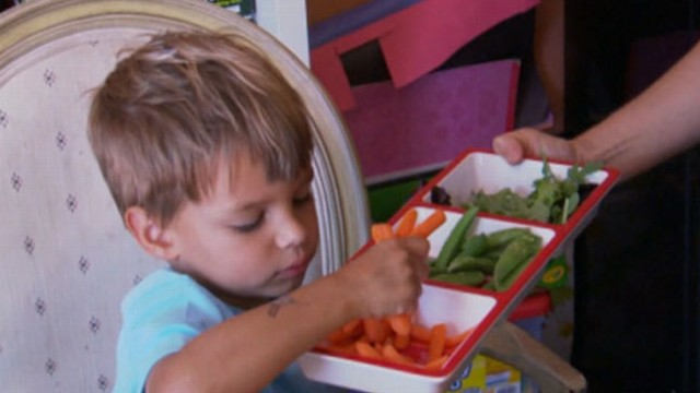 VIDEO: Dietician and mother of two Maryann Jacobsen explains letting her children control their portions.