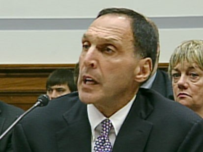 A picture of Thomas Fuld speaking in front of Congress.