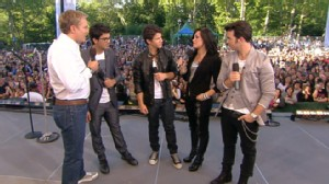 VIDEO: Jonas Brothers Chat