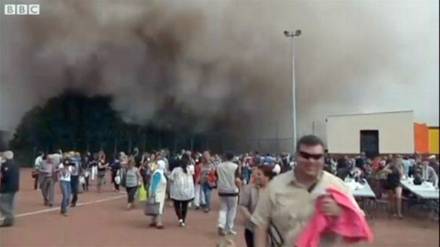 VIDEO: Demolition Leaves Spectators in Cloud of Dust