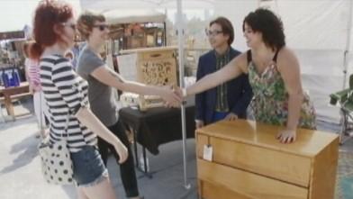 I break for yard sales lara spencer hits flea market for Lara spencer flea market show