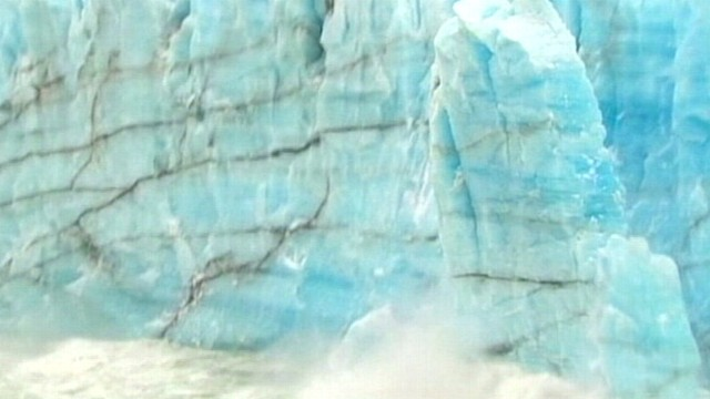 "VIDEO: Tourists see a collapse of the ""Perito Moreno"" glacier in Santa Cruz, Argentina."