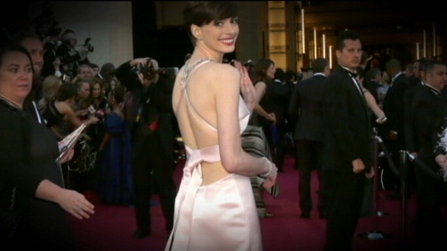 VIDEO: Anne Hathaways Last-Minute, Oscar-Dress Switch