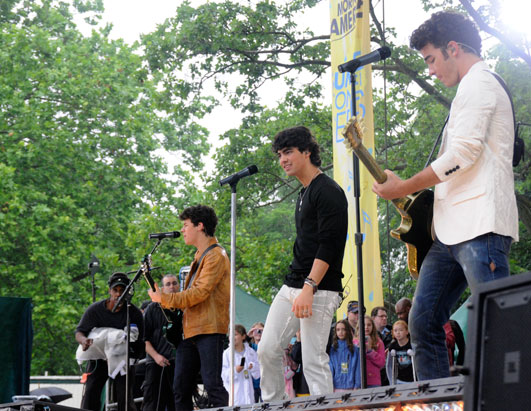 Photo: GMA Jonas Brothers Concert