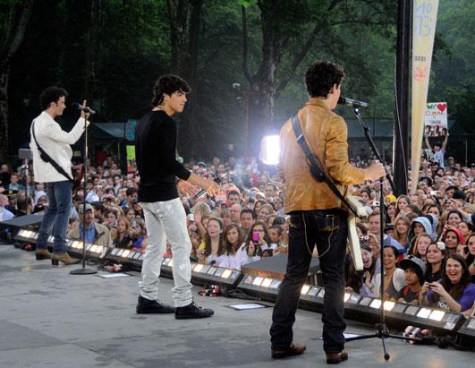 GMA Jonas Brothers