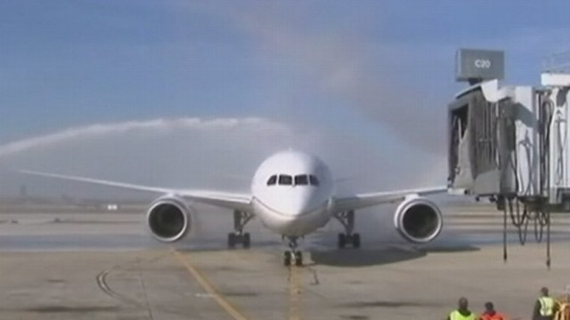 VIDEO: Oil filter malfunction is the latest nightmare for Boeings dreamliners.