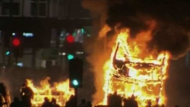 VIDEO:  Residents set buildings, cop cars ablaze after man shot dead by London police.