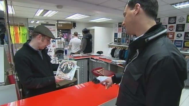 VIDEO: Memorabilia floods market as Prince William and Kate Middleton prepare to wed.