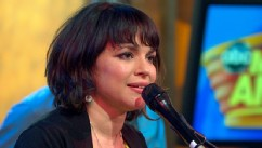 VIDEO: Norah Jones Performs Happy Pills Live on GMA