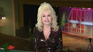 VIDEO: Dolly Partons Wardrobe Malfunction