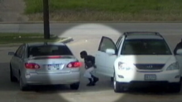 VIDEO: Thieves who prey on women at gas stations are being caught on camera across the country.