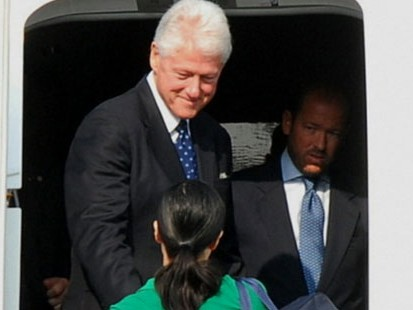 VIDEO: Former President Bill Clinton secures a pardon for Laura Ling and Euna Lee.