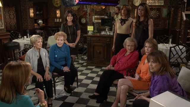 VIDEO: Mary Tyler Moore Reunion on Betty Whites Show Hot in Cleveland
