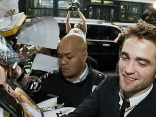 Watch: Robert Pattinson Surfaces on 'Daily Show'