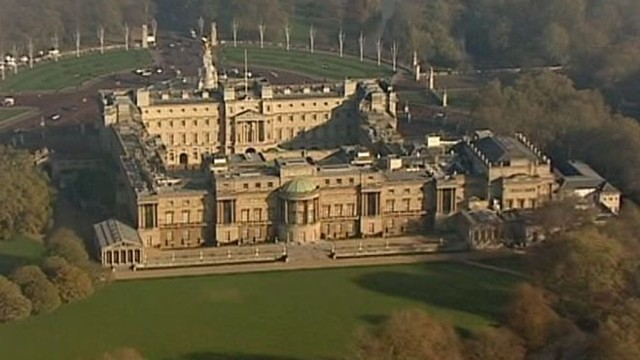 VIDEO: Buckingham Palace on Alert for Intruders