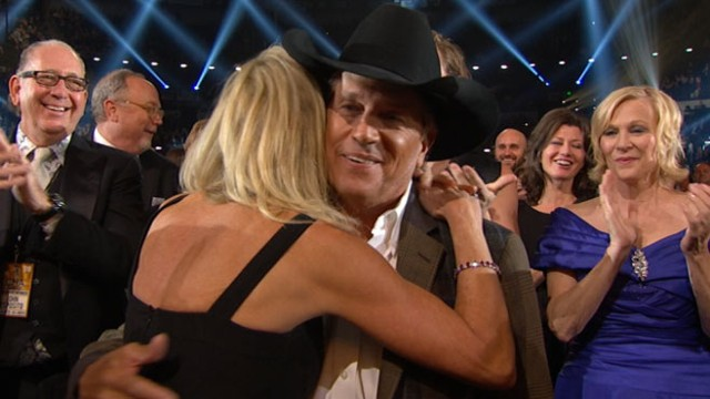VIDEO: Country musics biggest stars were out in full force in Nashville for the awards.