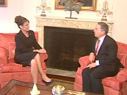 A picture of Sarah Palin meeting with Alvaro Uribe.