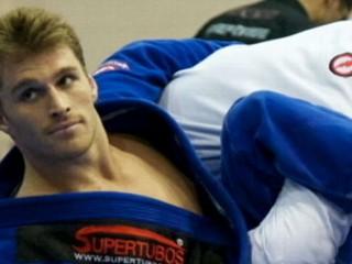 Watch: Ridiculously Photogenic Jiu Jitsu Guy Photo Goes Viral on Internet
