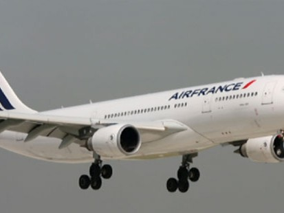 VIDEO: Air France Flight drops off the radar screen not long after take-off.