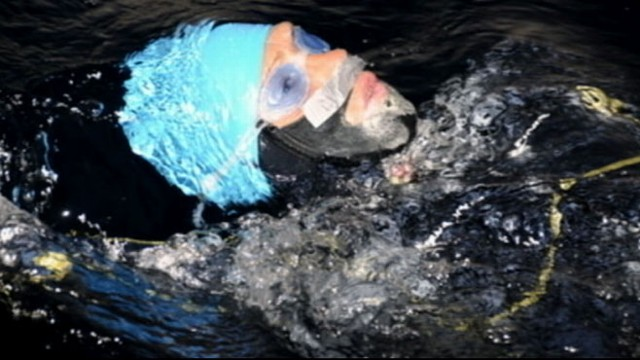 VIDEO: 62-year-old woman battles storms and jellyfish in her quest for a record swim.
