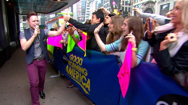 Video: Olly Murs Lifts Times Square With Hit Song Troublemaker