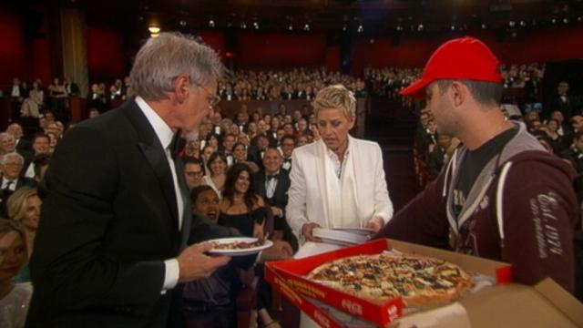 VIDEO: Ellen DeGeneres serves pizza during Oscars.