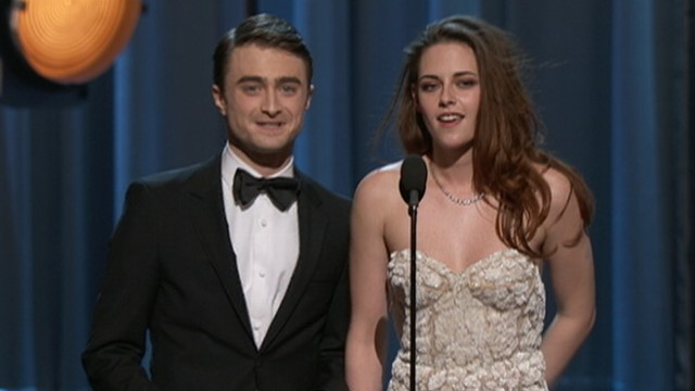 VIDEO: The actress limped out onto the stage while presenting at Academy Awards.