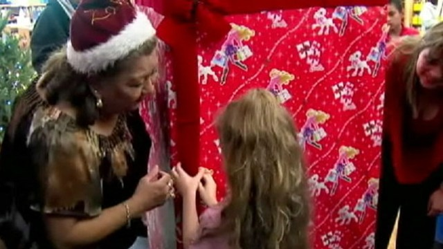 VIDEO: Texas Man wraps himself as an oversized Christmas present for his daughter.