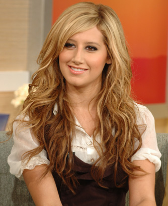 Ashley Tisdale - Page 2 Abc_tisdale1_071019_ssv