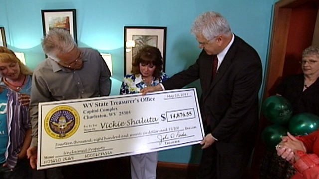 PHOTO:&nbsp;West Virginia woman gets nearly $15,000 in unclaimed funds left by her mom.