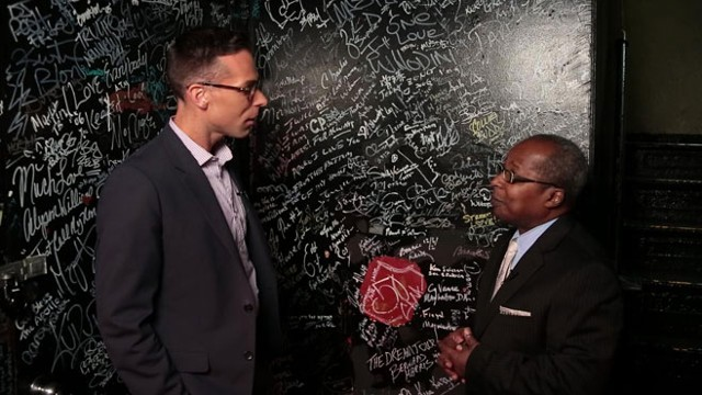 Historian Billy Mitchell At Apollo Theater 39 S 39 Wall Of Signatures 39 Video Abc News