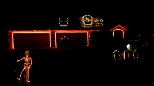 "VIDEO:""Giant skull faces on a California home sing along to the Robin Thicke hit song."