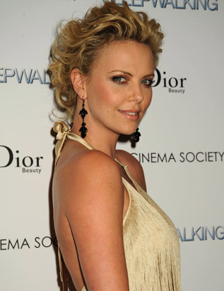 Charlize Theron Ubuntu Wallpaper